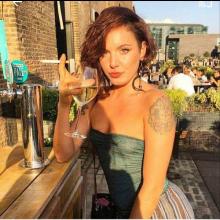 Female Professional, Casey, seeking flatmate in London, United Kingdom