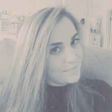 Professional, Hayley, seeking flatmate in London, United Kingdom