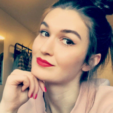 Female Student, Julia, seeking flatmate in London