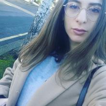 Female Student seeking roomshare in London