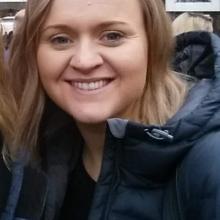Female Professional, Meg, seeking flatmate in London