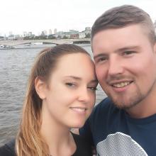 Couple Professional seeking roomshare in London, United Kingdom