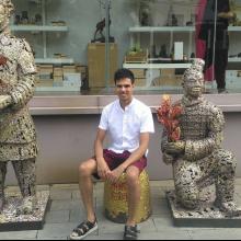 Male Professional, Senaka, seeking flatmate in London