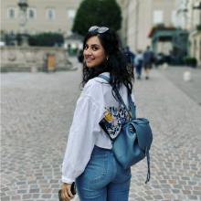 Female Professional, Amna, seeking flatmate in The Angel