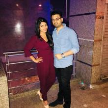 Female Professional, Himani, seeking flatmate