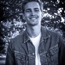 Male Professional, Fredrik, seeking flatmate