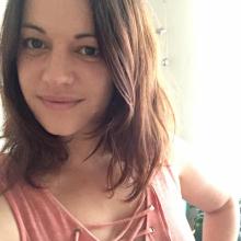 Female Professional, Isabelle, seeking flatmate in Belsize Park