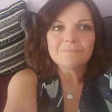 Female Freelancer/self employed, JulieMartin, seeking flatmate