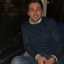 Male Professional, James, seeking flatmate in London