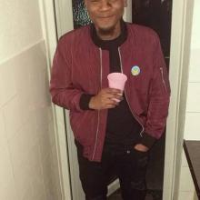 Male Professional, Chiko, seeking flatmate in London