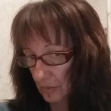 Female Professional, Dimi, seeking flatmate in Harringay