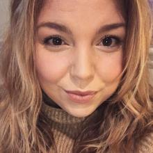 Female Professional, Charlotte, seeking flatmate in Wapping