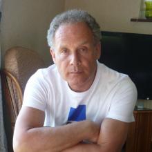Male Freelancer/self employed, Stuart Wicks, seeking flatmate