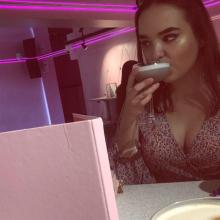 Female Professional, JoanneFord, seeking flatmate in Hoxton