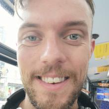 Male Freelancer/self employed, Rich, seeking flatmate in Zone 1