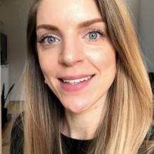 Female Professional, Samantha, seeking flatmate