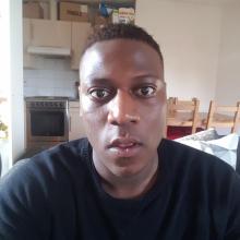 Male Professional, Michael, seeking flatmate