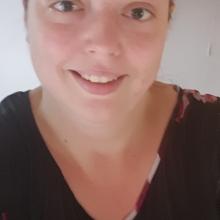 Female Professional, AmbiCayley, seeking flatmate in Tonbridge