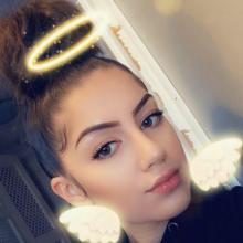 Female Student, Andreia, seeking flatmate in London