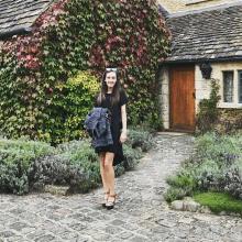 Female Professional, HannahAllen, seeking flatmate in Zone 1