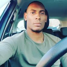 Male Professional, DwayneSmith, seeking flatmate in RM17