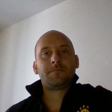 Male Professional, Agoston, seeking flatmate in Clapham