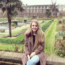 Female Professional, Ellie, seeking flatmate in East London