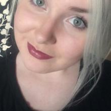 Female Professional, Joely, seeking flatmate in Hanwell