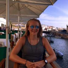Female Student, Elise Gjovaag, seeking flatmate in Islington