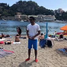 Male Professional, RohanKrishniah, seeking flatmate