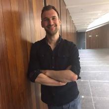 Male Professional, James, seeking flatmate
