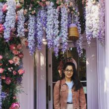 Female Professional, Emma, seeking flatmate in South London