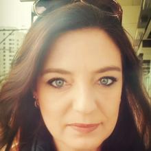 Female Professional, Catherine, seeking flatmate in North London