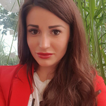 Female Professional, Julia, seeking flatmate in Canary Wharf