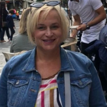 Female Professional, Renee, seeking flatmate in West London