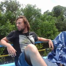 Male Professional, Tom, seeking flatmate in Zone 1