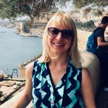 Female Professional, Rebecca, seeking flatmate in West London