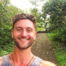 Male Professional, Joe, seeking flatmate in East London