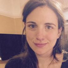 Female Professional, FlorCampagnon, seeking flatmate in London