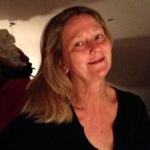 Female Professional, Callie, seeking flatmate
