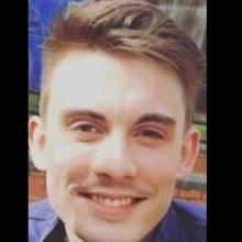 Male Professional, Alex, seeking flatmate in Zone 1