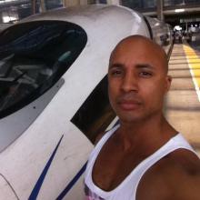 Male Professional, Chrisjames71, seeking flatmate in London, United Kingdom