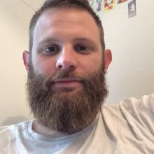 Male Professional, Alberto, seeking flatmate in East London