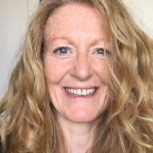 Female Professional, Niamh, seeking flatmate in London