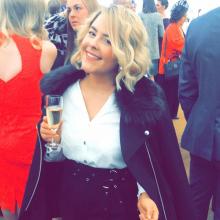 Female Professional, Abigail, seeking flatmate
