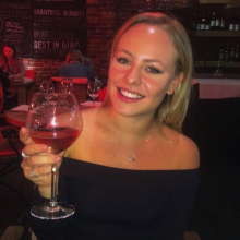 Female Student, Lily, seeking flatmate in Clapham