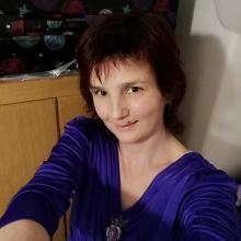Female Professional, Zsuzsanna, seeking flatmate in DA11