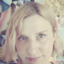 Female Professional, Emma, seeking flatmate