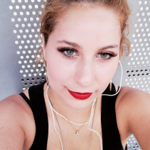 Female Professional, Stefania, seeking flatmate
