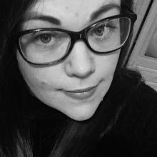 Female Professional, Rhiannon, seeking flatmate in Bedfordshire